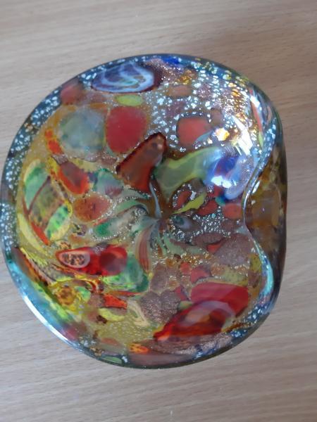 Spraglet glas skål
