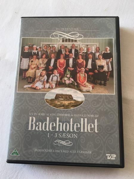 Badehotellet - Katrinevej - Sælges Badehotellet på dvd sæson 1-3. Alle 6 discs intakt, og stort set aldrig brugt. - Katrinevej