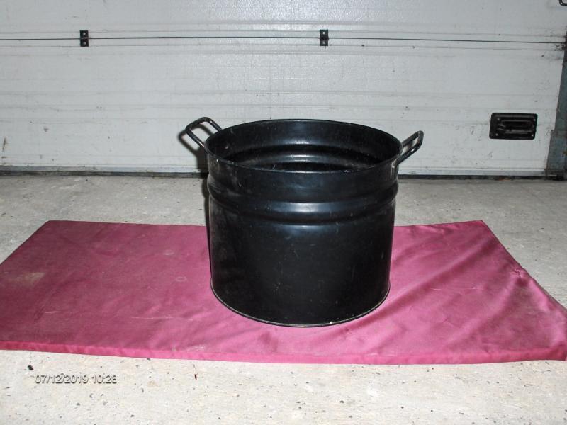 Brændetønde - Ravnstrupvej 37 - Brændetønde i sort metal. Højde 32cm, diameter 38cm - Ravnstrupvej 37