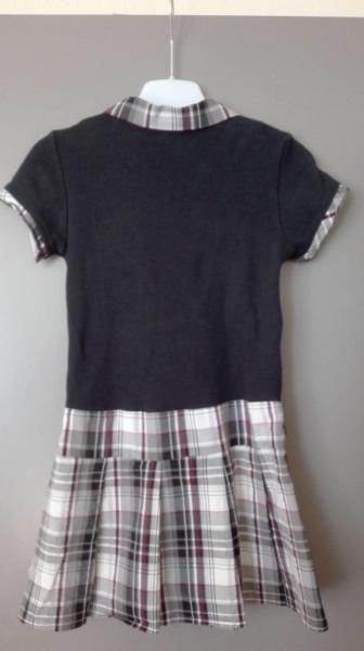 børnekjole - Granvej 7 - Jeg sælger hvid / sort Børnekjole. størrelse ; 116 - Granvej 7