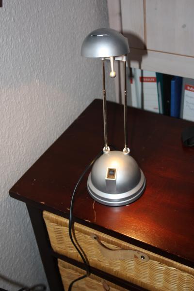 skirve/ PC lampe - Egerishave 22 - Lampe Kan justeres i højde samt drejes og vippes i lampe hovedet - Egerishave 22