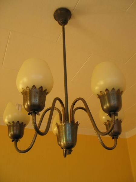 Diverse antikke loftslamper