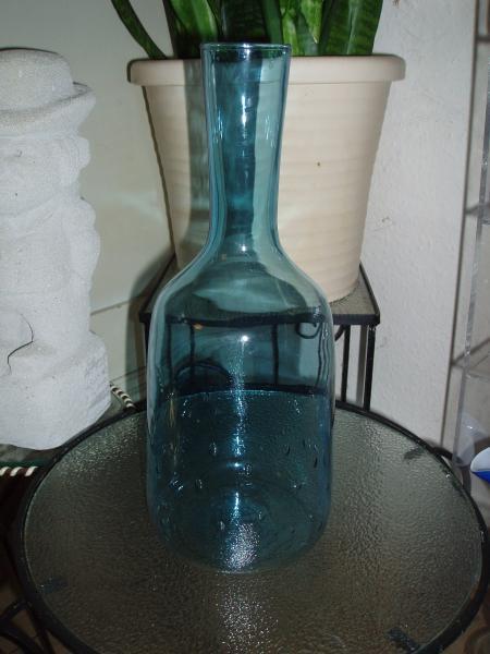 Smuk karaffel med blære optik - Jyllandsgade 40,b St - Ingen skår, smuk dueblå farve. 29 cm høj. ved køb af 5 glas ting i mine annoncer er der 20 % rabat - Jyllandsgade 40,b St