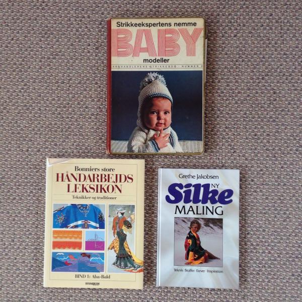 3 Forskellige bøger. Baby tøj