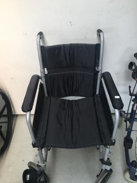 Hjælpemidler - Fjordvej 9 - 1 kørestol 150kr 1 rollator 100 kr - Fjordvej 9