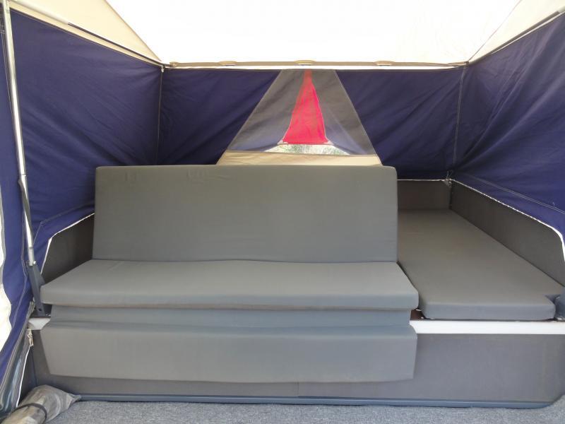 Combi Camp Venezia Comfort - Ahornvænget 53 - Flot Combi Camp Venezia sælges Årgang 2004. Egenvægt 425 kg. Totalvægt 750 kg. Med påløbsbremse. Meget fin og solid ALKO undervogn. Helt nyt vogn- og fortelt til en værdi kr. 25.ooo påmonteret. Påløbsbremse (nyrenoveret). Med s - Ahornvænget 53