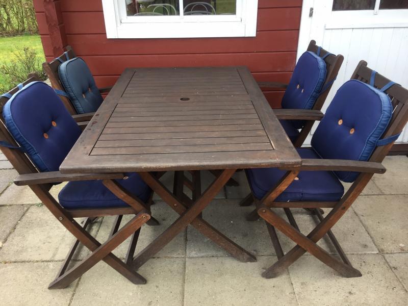 Havemøbelsæt Teak - Danmark - Havebord med 4 stole og hynder kan klappes sammen i teaktræ. Sælges - Danmark