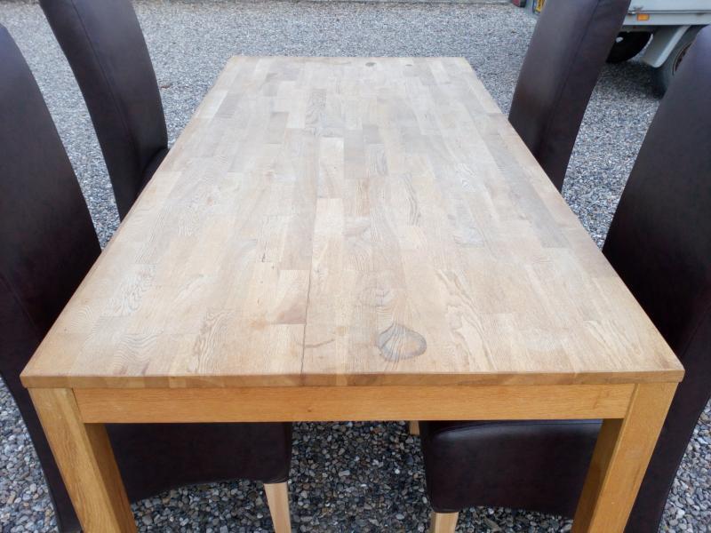 Bord med stole sælges