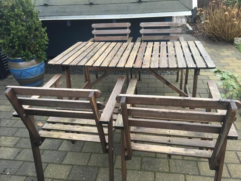 Hårdtræ´s havemøbler - Tjørnevænget 34 - Sælges hårdttræ's havemøbelsæt et bord og 4 stole mål på bord 1250 x 700 mm - Tjørnevænget 34