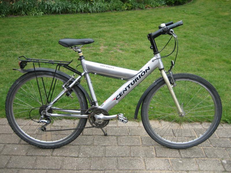 Drengecykel - Lundgårdvej 23 - Centurion drengecykel, alu. stel, 26″ hjul, 24 gear, 2 håndbremser, nøglelås, meget god og velkørende cykel i køreklar stand. Passer ca. 11 – 15 år. - Lundgårdvej 23