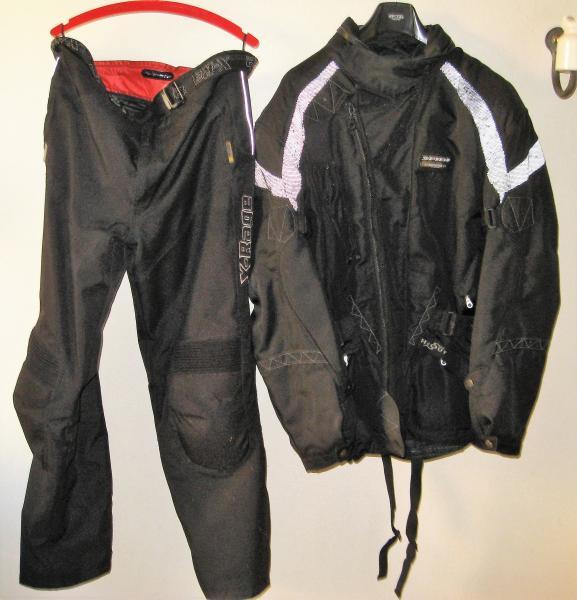 Motorcykeltøj - Kingos Vej 10 - Ekstra beskyttelse på: Skulder, albue, ryg, knæ. Aftagelig termotøj. Str. XL. - Kingos Vej 10