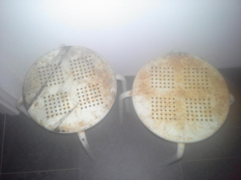 2 stål taburetter
