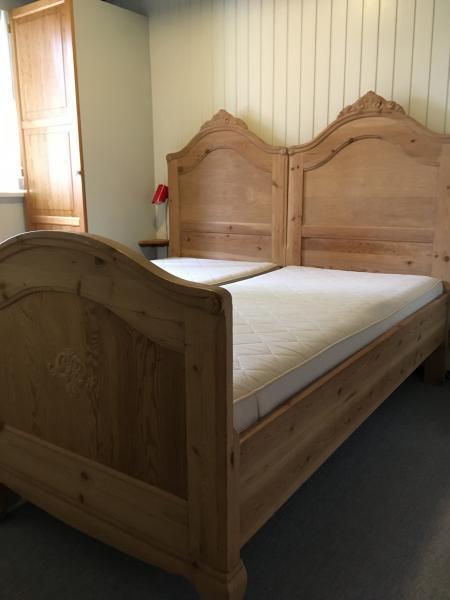 2 Antik senge m/gavle