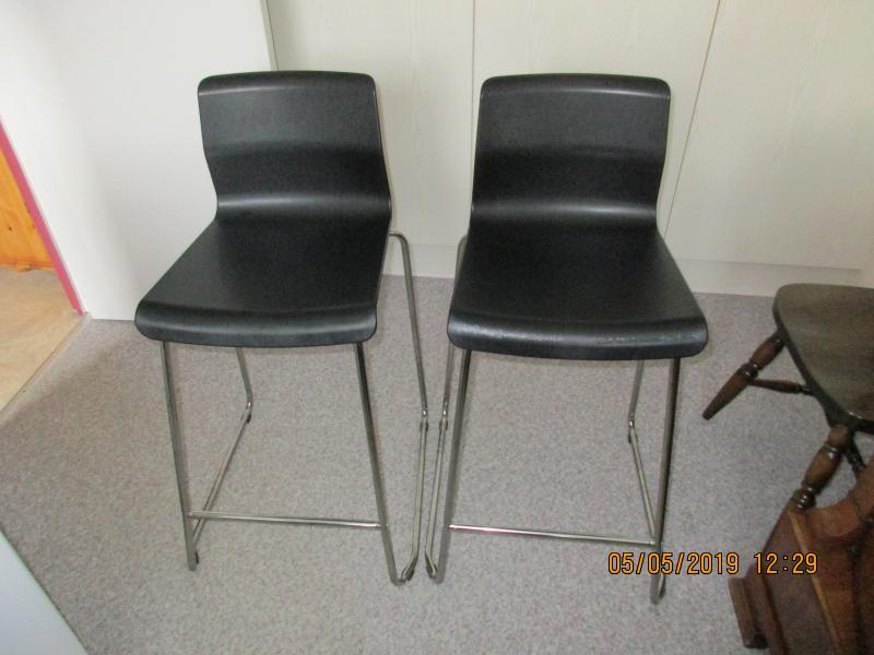 2 barstole