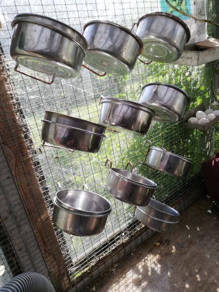 Foderskåle - Markvænget 21 - 10 stk diameter 12 cm. 25 kr pr stk. Nypris 49,00 kr - Markvænget 21