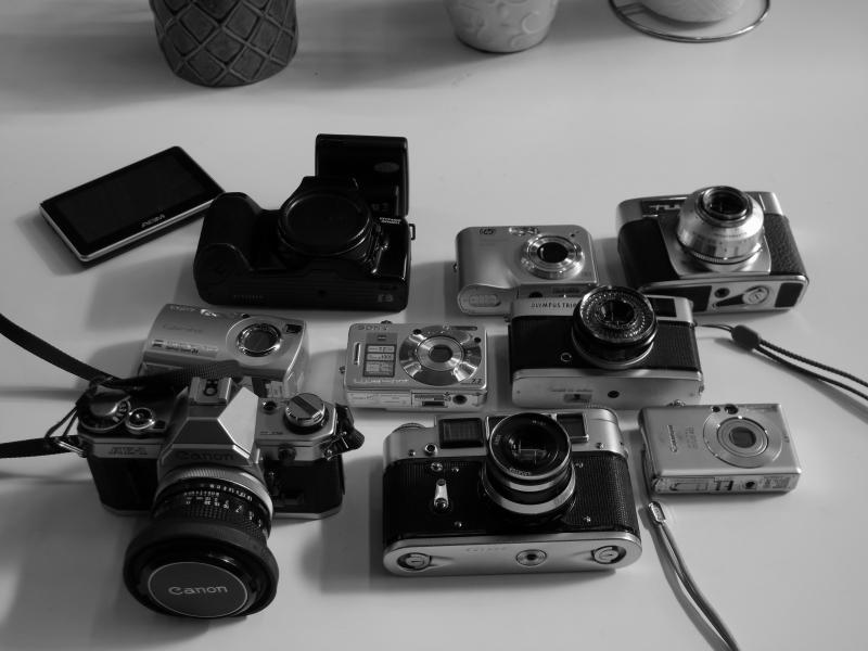 kamera samling - Fyrrevænget 29 - samling af digital og analog kameraer alle er ok. sælges samlet eller stykvis fra 100kr og opefter. 1stk gps 100kr - Fyrrevænget 29