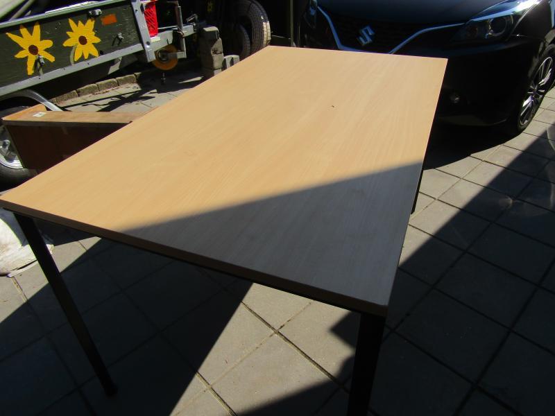 """møbler til køkkenet - Dalvænget 9 - Solid Køkkenbord, h 75, 80×140 cm…… kun 100 kr 2 stk hvidlakerede stole for begge stole … kun 50 kr 4 stk antikke køkkenstole alle 4….. kun 100 kr 7 stk """"look a like"""" 7èren, 1 stk 50 kr… alle 7 stk 250 kr - Dalvænget 9"""