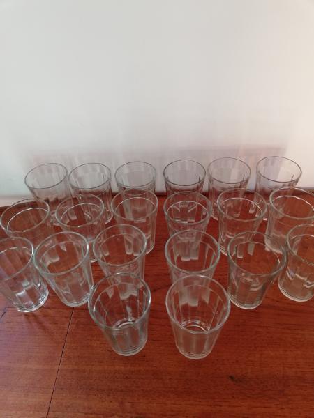 Glas - Hasselvej 20 - 20 stk glas, ca 9,5 høje x Ca 6,5 i dia for oven, - Hasselvej 20