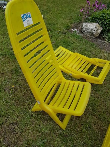 Festival / Strand stole - Danmark - 7 stk gul plast strand / festival stole med høj ryglæn. Sammenklappelig med håndtag, sælges samlet for 300 kr ( eller 50 kr / stk ) - Danmark