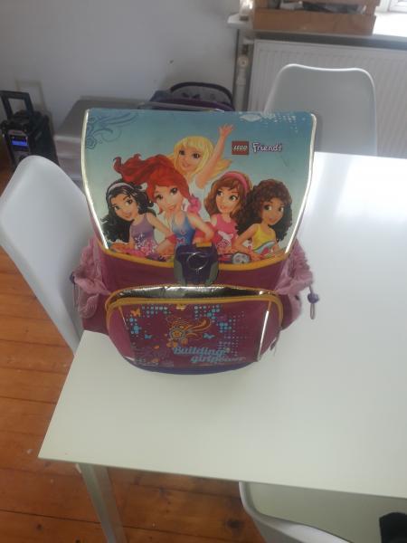 Skoletaske - Vestervang 27 - Lego friends skole taske brugt sælges Med plads til drikke dunk og kan holde mad pakke kold - Vestervang 27