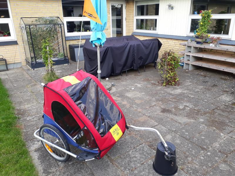 Cykelanhænger - Ahornvænget - Cykelanhænger med plads til to børn og bagage. Inkl. regnslag og fluenet. Kan klappes sammen. - Ahornvænget