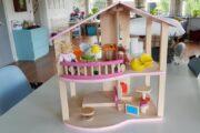 Træ dukkehus