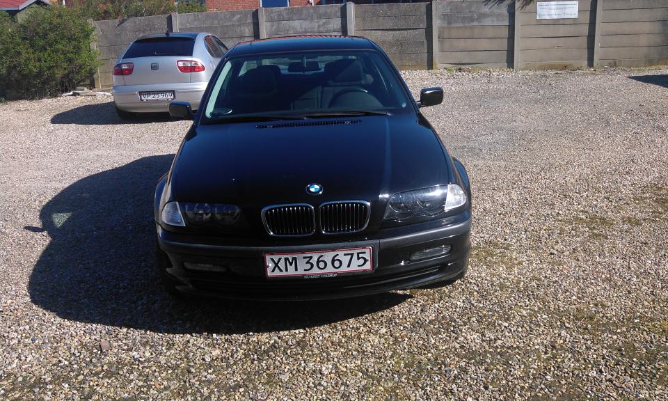 BMW 320I - Jens Juhls Kaj 44 - BMW 320I 6-cylinder 189500 km.10månder til syn-undervognsbehandlet i efterår-Motor og kabinevarmer ELsoltag-4Elruder-automatgear-Klima.Skal omregistres ved handel,Husk nem ID. - Jens Juhls Kaj 44