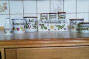 Køkkenrulleholder + 9 dele