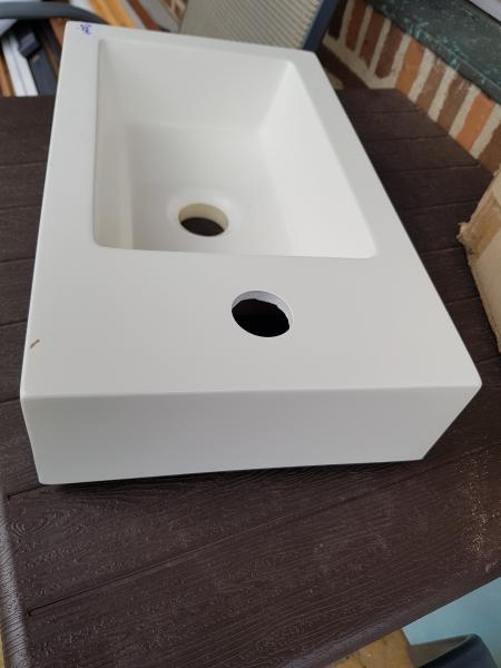 Håndvask - Skolevej 6 Breum - Lille smart, komposit, 41 × 24 × 9cm. Ny og i orginal emballage. - Skolevej 6 Breum