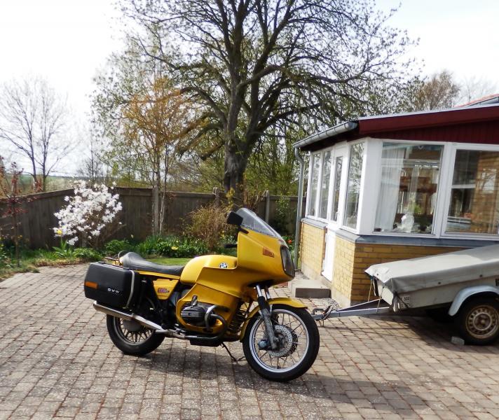 BMW R100 RS - Skolebakken 2, Selde - Motorcykel, veteran, sælges. Cyklen er fra 1977 og i god stand og køreklar. Den skal sælges nu. Og i en hurtig handel kan den købes for 30.000 kr. - Skolebakken 2, Selde