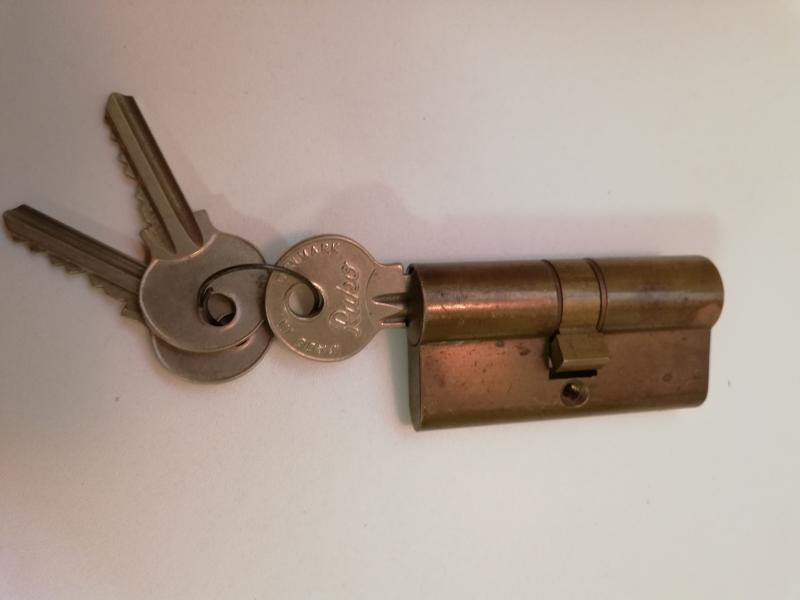 Ruko - Hasselvej 20 - Ruko del, med 3 nøgler, ca 6,2 cm lang - Hasselvej 20