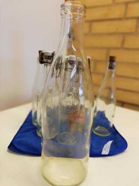 Dv. GL. flasker - Hedevænget 16 - 1 stk. 1L mælkeflaske – 3 stk. Thordahl sodavandsflasker – + Div. flasker - Hedevænget 16