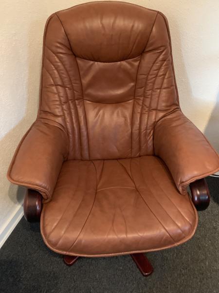 Brun læder stol - Erantisvej 26 - Brun læderstol med drejefod - Erantisvej 26