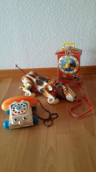 Snoopy længde 40 cm. - Viborg - 3 stk. Fisher Price fra 1970. Snoopy længde 40 cm. Flytter benene og giver en lyd ( ikke gøen ) når der trækkes med den. Sjælden og velholdt. Telefon. B. 20 cm. Kan ringe når der drejes på nr. skiven. Uret. H. 28 cm. tikker og spiller en s - Viborg