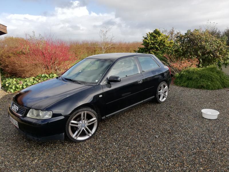 Bil nysynet Audi A3 - Danmark - Min søn er startet på studier og sælger derfor sin Audi A3, 1,6 benzin, 18″ alufælge – en rigtig dejlig bil, med Audi lys i dørerne m.v. (se billede). Bilen er en ikke ryger bil i god stand. Bilen er registreret første gang 21/12-2000  - Danmark