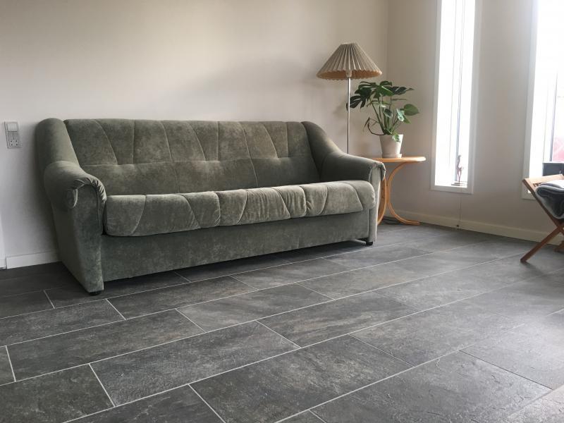 Brugt sofasæt til salg - Kainevej 42 - Sovesofa + 2 lænestole + 1 fodskammel til salg - Kainevej 42