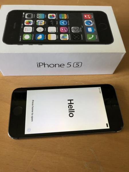 Iphone 5 - Lindevænget 2 - Min IPhone 5s 16 GB, sælges med læderetui, som ikke er ret gammel. - Lindevænget 2