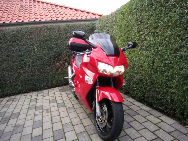 Honda VRF800 motorcykel