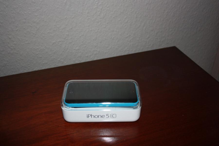 iPhone 5c - Egerishave 22 - funger perfekt, Inger riser eller skrammer Oplader og ubrugt hedt sæt er på 8GB - Egerishave 22