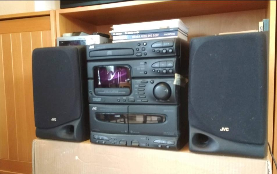 Stereo - Porshøjvej 26 - JVC stereoanlæg med dobbelt kassette-afspiller og cd-afspiller. - Porshøjvej 26