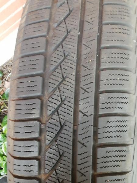Vinterdæk med stålfælge SÆLGES - Lerhus Alle 44,1 - Jeg har 4 stk vinterdæk på stålfælge som jeg gerne vil sælge. Dækkene er str 195 /65 R15 og der er Ca 35-45 %mønster tilbage på dækkene. Prisen er 150kr pr dæk med fælge. Dækkene sælges samlet - Lerhus Alle 44,1