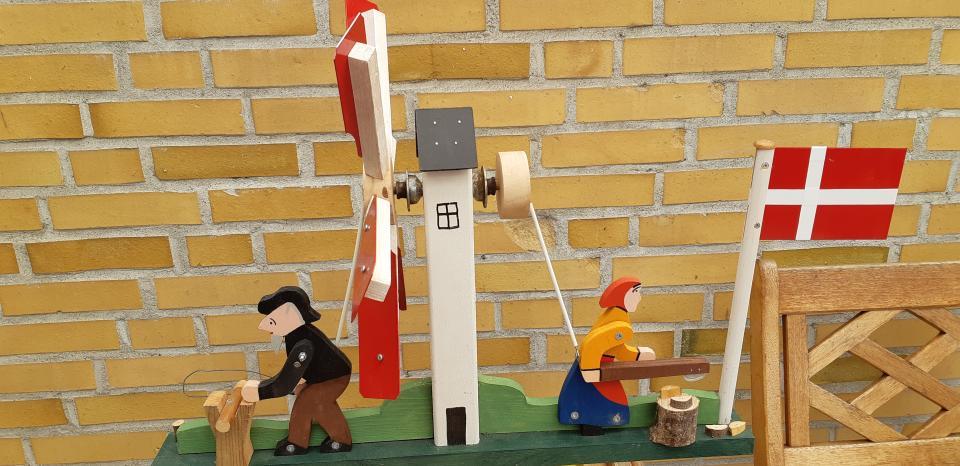 """Havemølle. - Danmark - Vindmøllen leverer"""" træk"""" til to arbejdende mennesker! Ny. Skal afhentes. - Danmark"""
