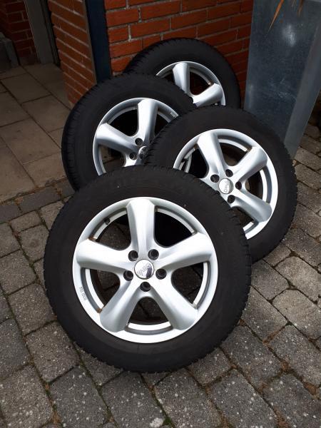Vinterdæk. - Violvej 1,breum - Good year vinterdæk med alufælge. 205/60R/16 ET37, 5×105, centerhul 56,6 mm. Bolt/møtrik M12x1,50 5-6 mm mønster. Sat på Opel Astra 2012. Sælges pga bilskift . - Violvej 1,breum