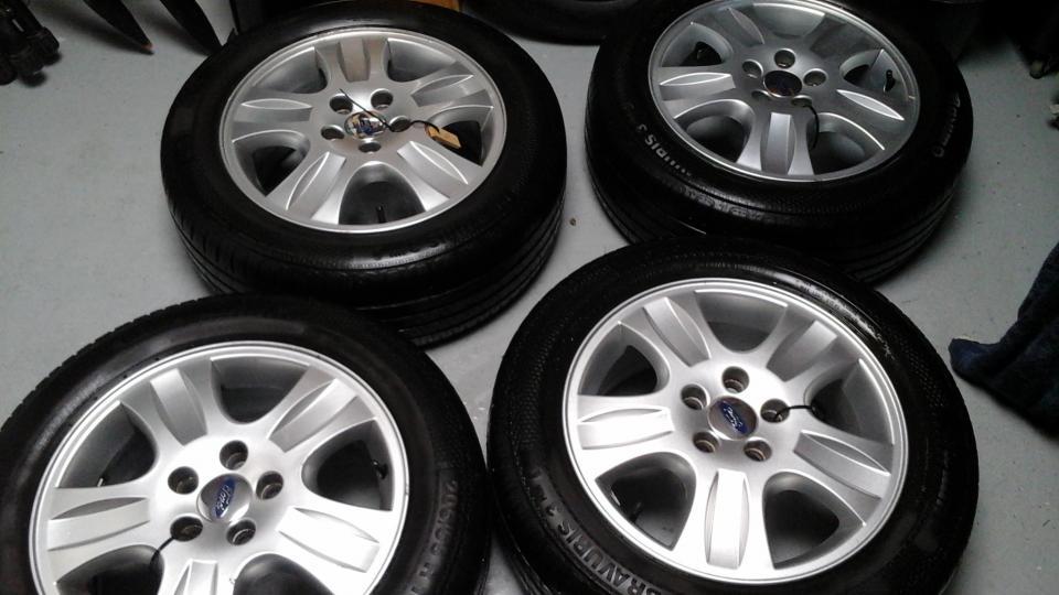 4 stk. Alufælge - Petuniavej - Orginale Ford Mondeo alufælge med sommerdæk, 3-4mm mønster sælges. 205/55 R16. 5×108. Den ene er lettere skadet – se billede. - Petuniavej