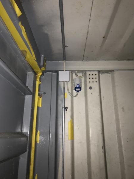 """Container - Danmark - 2 stk 20"""" containere. Én af dem med strøm og lys samt hejs. 10.000,- pr. stk. Kan evt. leveres mod merpris. - Danmark"""