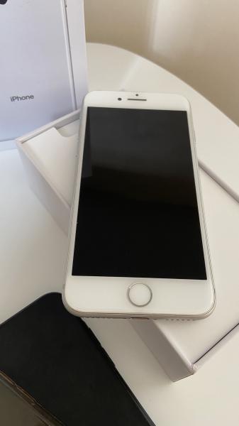 iPhone 8 – 64 GB