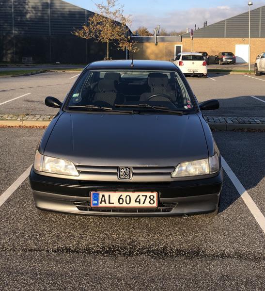 Peugeot 306 - Kærvej 15 - Mærke: PEUGEOT 306 1,6 I bz. Årgang: 1996 Registreringsnummer: AL60478 Sælger denne driftsikre Peugeot 306 (speciel edition) – Bilen er med manuelt gear. Den har gået 270.000 km og er blevet passet og plejet. Den står flot, og har mege - Kærvej 15