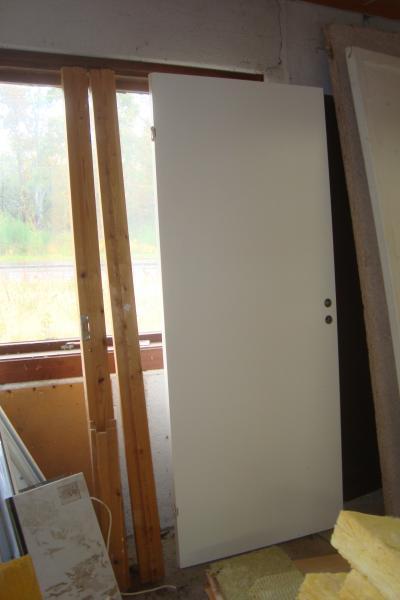 Invendige døre - Violvej 163 - dør m/ karm modul 9 150 kr massiv dørplade til skydedør 83x 210 100 kr dørplade 63x 210 100 kr - Violvej 163