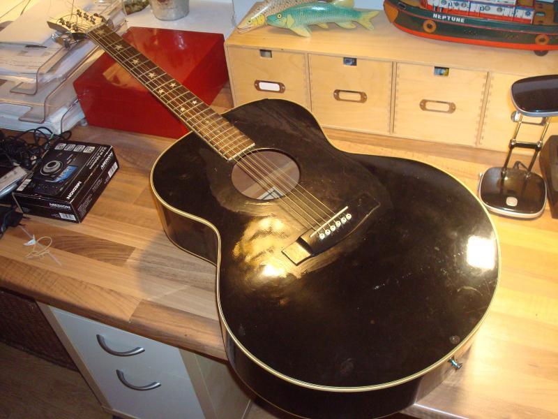 Epiphone guitar - Furvej 17, Selde - Epiphone SQ-180- Desværre reppet omkring slagbræt. Spiller dog. Derfor billig. - Furvej 17, Selde