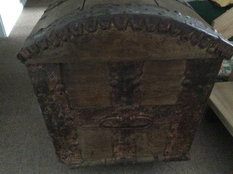Antik egetræskiste
